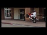 А ты сможешь так ездить, сидя только сзади на скутере?)))